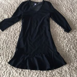 Black Navy stripe ruffle hem dress M V neck NWOT